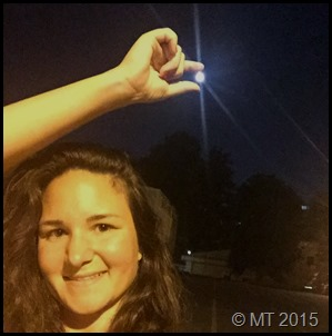 merve holds the full moon